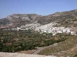 Filoti z cesty k prameni Arión (Argion) a k jeskyni Zás. Kredit: Stepans, Wikimedia Commons. Licence CC 4.0.