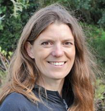 """Fiona Mathews, profesorka biologie savců, spoluautorka studie: """"I přes veškeré nákladné eradikační programy s vybíjením tisíců kusů skotu, se  tuberkulózu nedaří vymýtit. Její propuknutí je pro podnik vždy devastující""""."""