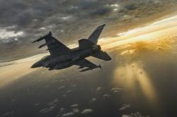 F-16 slidským pilotem. Kredit: US Air Force / Tech. Sgt. John Raven.