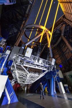 Naše lasery míří ke hranicím poznání. Kredit: ESO/F. Kamphues.