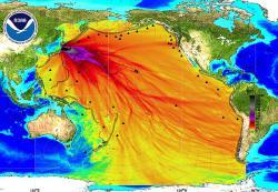 První obrázek ve skutečnosti ukazuje simulaci maximální amplitudy při cunami (jasné je to už změřítka, které je vcentimetrech, což určitě není jednotka radioaktivity.