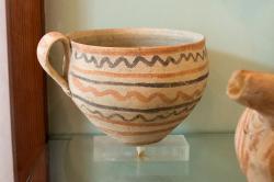 Mélská keramika z Fylakopi. Pozdní doba bronzová I-II, Fylakopi III. Archeologické muzeum na Mélu. Kredit: Zde, Wikimedia Commons.
