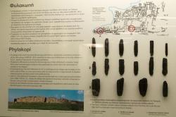 Obsidián z Fylakopi. Rané 3. tisíciletí před n. l. - a také koncem bronzové doby ve svatyni. Muzeum hornictví na Mélu. Kredit: Zde, Wikimedia Commons.