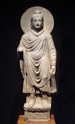 Jedno z prvních zpodobnění Buddhy (1.–2. století n. l.) si lze prohlédnout v Tokijském národním muzeu. (World Imaging)