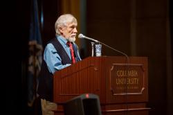 Gary Snyder na Columbia university v roce 2007. Americkýbásník, esejista, environmentalista a bítník.Nositel Pulitzerovy ceny. (Foto: Fett – Flickr. Licencováno pod CC BY 2.0  Wikimedia Commons)