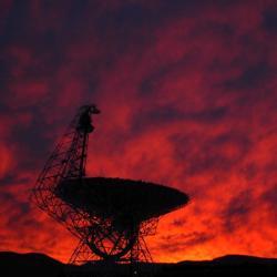 Green Bank Telescope má další úlovek. Kredit: NRAO/AUI, Harry Morton.