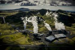 Geotermální elektrárna Hellisheidi, Island. Kredit: Árni Sæberg.