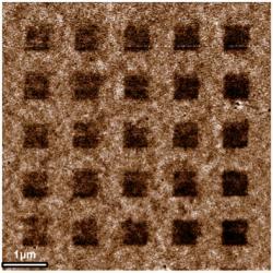 Litografií elektronovým paprskem zhotovená mřížka s feromagnetickým grafenem. Hydrogenované plošky o magnetismus přicházejí. (Fhoto: U.S. Naval Research Laboratory)