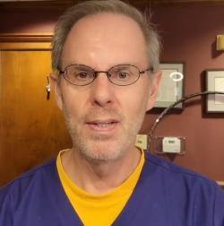 Harold Bays, ředitel Centra pro výzkum metabolismu a aterosklerózy v Louisville presentuje vývoj přípravku. Kredit H. Bays.