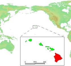 Havaj (dříve Sandwichovy ostrovy), s osmi hlavními ostrovy se rozkládá se vTichém oceánu. Většinou se tam jezdí na rekreaci. (Kredit: M.Minderhoud, volné dílo)
