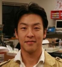 Sangbae Kim,vedoucí Laboratoře biomimetické robotiky na Massachusetts Institute of Technology, jejíž program financuje Agentura pro výzkum pokročilých obranných projektů DARPA  (Defense Advanced Research Projects Agency).