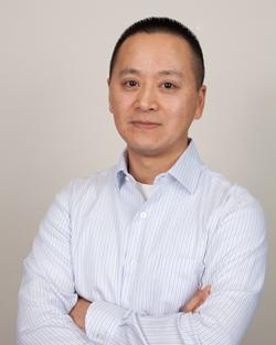 """Dr. Hong Chen, vedoucí výzkumného týmu: """"Vše nasvědčuje tomu, že frekventované silnice nejspíš jsou zdrojem environmentálních stresorů a ty napomáhají vzniku demence.""""  (Ústav veřejného zdraví, Torontská universita)"""