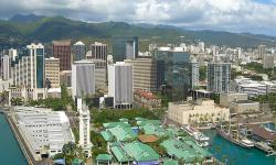 Havaj u� d�vno nejsou jen plant�e na cukrovou t�tinu a lepros�rium. Dnes to je 50.�spolkov� st�t�USA�se �pi�kov� vybaven�mi laborato�emi v�zna�n�ch americk�ch instituc�. (CC BY-SA 3.0)