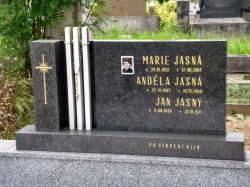 Hrob dědečka a babičky Jasných v Kelči (foto Vladimír Wagner).