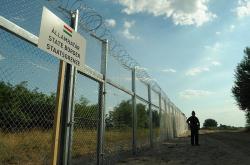 Současná hranice mezi Srbskem a Maďarskem. Kredit: Délmagyarország / Schmidt Andrea.