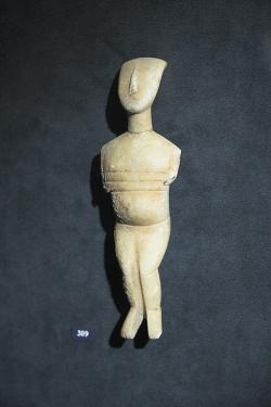 Těhotná z Naxu, 15 cm, varieta Spedos, kultura Keros-Syros, 2800-2300 před n. l. Goulandrisovo Muzeum kykladského umění v Athénách, č. 1128. Kredit: Zde, Wikimedia Commons.