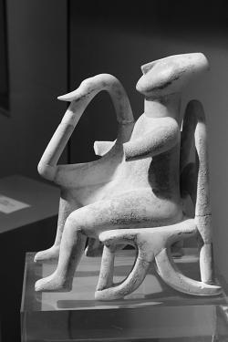 Hudebník z Keru, 2800-2300 před n. l. Goulandrisovo Muzeum kykladského umění v Athénách, č. 724. Kredit: Zde, Wikimedia Commons.