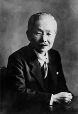 """Japonský chemik Kikunae Ikeda(1864 – 1936). Objevitel chutěumami(v překladu """"příjemná chuť"""") a látky, která ji vyvolává - glutamát sodný. Později našel způsob, jak glutamát získat zpšeniceasojových bobů. (Foto: Wikipedia,volné dílo)."""