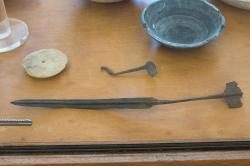 Krátký meč, bronz, asi arzénový. Kykladská raná doba bronzová. Naxos, 3. tisíciletí před n. l. Archeologické muzeum na Naxu (v Naxijské Chóře). Kredit: Zde, Wikimedia Commons.