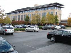 A jím řízený výzkumný ústav v Rockville, Maryland.     https://en.wikipedia.org/wiki/Craig_Venter  Francis Collins, ředitel Národního ústavu zdraví USA (Kredit: NIH)