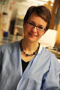 Jennifer Schlezinger, absolventka MITu (Massachusetts Institute of Technology) nyní docentkou na Universitě v Bostonu, je uznávanou odbornicí na vliv kontaminantů na imunitní systém.  Kredit: Boston University.
