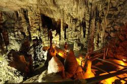 Nitro Diktijské jeskyně nad Psychro. Kredit: Jerzy Strzelecki, Wikimedia Commons.