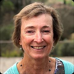 Dr. Jennifer Francis profesorka na Výzkumném centru Woods Hole. V roce 2019 informovala Vědecký výbor reprezentantů USA o arktické amplifikaci zpomalující větry. Pomalejší proudění v polární oblasti mělo vést k jeho větší vlnitosti (zasahování do jižnějších zeměpisných šířek). (Kredit: WHRC)
