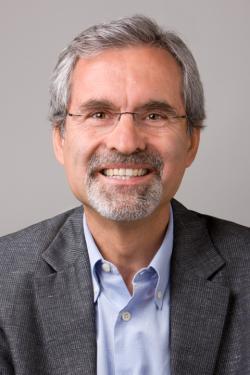 """Joan Sabaté, spoluautor studie, profesor medicíny a výkonný ředitel centra Loma Linda University pro výživu, zdravý životní styl a prevence chorob:  """"Změnou stravování lze zajistit více než polovinu z cílů snižování emisí skleníkových plynů, aniž by musel průmysl musel brát ohled na zpřísňující se normy pro vyráběné automobily."""""""