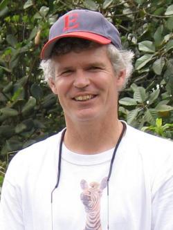 John M. Bates, evoluční biolog živící se jako kurátor muzea v Chicagu se slabostí pro sokolovité. (Kredit: The Field Museum)