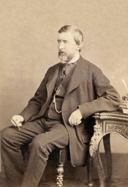 John Henry Pepper (1821-1900). Anglický vynálezce, vydavatel, učitel i bavič královské rodiny. Fotograf: Henry Maull. Volné dílo.
