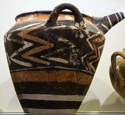 Kamarská keramika z Knóssu, asi 1800-1700 před n. l. Kredit: Zde, Wikimedia Commons.