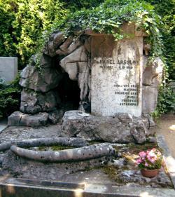 """Místo posledního odpočinku Moraváka,krasovéhobadatele a zkoumatele  """"fosilního člověka"""" je na Ústředním hřbitově v Brně.  (Kredit: Npe, volné dílo, Wikipedia)"""