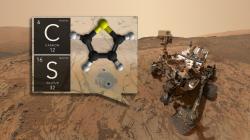 V těch dvou vyvrtaných dírkách na dně kráteru našlo vozítko Curiosity kerogen starý 3,5 miliardy let obsahující thiofen aromatickou sloučeninu uhlíku a síry. Kredit: NASA.gov
