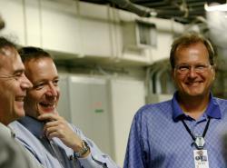 Anders Nillson vpravo. Kredit: SLAC National Accelerator Laboratory.