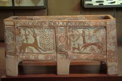 Larnax, lov jelena a idyla s kozorožci. Předpalácové období. Archeologické museum v Rethymnu. Kredit: Zde, Wikimedia Commons .