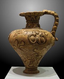 """Džbán s nautily, mořský styl, """"barokizovaný"""". Poros, 1500-1450 před n. l. Archeologické muzeum v Irakliu (Herakleonu). Kredit: Jebulon, Wikimedia Commons"""