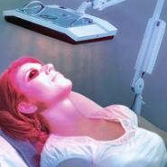 Řada nabízených služeb a přístrojů k takzvané fototerapii, omlazování,.. používá polarizované světlo o rozsahu vlnových délek:500 – 2500 nm. U těch ale s vylepšováním imunity zde popsaným způsobem, moc počítat nemůžeme. (Kredit: Studio ženy) http://www.studiozeny.cz/sluzby/fototerapie/