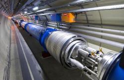 Kurychlovaným protonům LHC by se člověk vešel je těžko. Kredit: LHC.