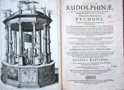 Katalogizaci hvězd a planet podle měřeníTychona de Brahe provedl Johannes Kepler v roce 1627 a uveřejnil v Rudolfínských tabulkách. O jejich vlastnictví tehdy Katalogizaci hvězd a planet podle měřeníTychona de Brahe provedl Johannes Kepler v roce 1627 a uveřejnil v Rudolfínských tabulkách. O jejich vlastnictví tehdy v Praze na dvoře císaře Rudolfa II, ještě neuvažoval. (Wikipedia)