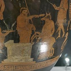 Agamemnón se chystá obětovat Ifigenii, 370-350 před n. l., detail. Britské muzeum. Kredit: José Luis Filpo Cabana, Wikimedia Commons.
