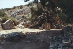 Tato skalní rokle bývala považovaná také za mytický hrob Ífigeneie jakožto Artemidiny služebnice. Braurón v Attice. Kredit: Zde, Wikimedia Commons.