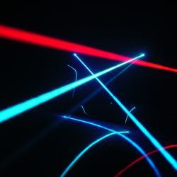 Předstihlo světlo v raném vesmíru gravitaci? Kredit: Jeff Keyzer / Flickr.