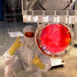 T�m LIGO si brous� dr�py na Nobelovku. Kredit: LIGO Lab.