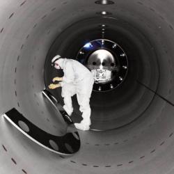 Vútrobách detektoru LIGO. Kredit: Caltech / MIT / LIGO Lab.