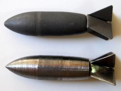 Dva typy bomby Lazy Dog. (Kredit: Ikessurplus, CC BY-SA 3.0)