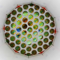 Detektor experimentu LUX. Kredit: Matt Kapust / Sanford Underground Research Facility.