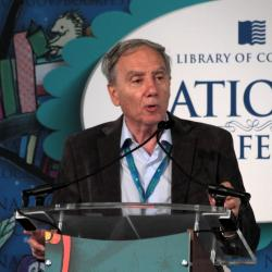 Mario Livio, ve Washingtonu na Mezinárodním knižním festivalu v roce 2013. Kredit: Jason Quinn
