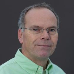 Profesor Mark Post je profesí lékař, který byl jmenován docentem na Utrechtské univerzitě, na Harvardu, Dartmouthské vysoké škole, na Eindhovenské technologické univerzitě a na Maastrichtké univerzitě, kde je vedoucím katedry fyziologie. K výzkumnému zájmu o tkáňové inženýrství pro lékařské účely přidal potraviny a podnikání. Vyšel z požadavku klimatologů omezit stavy skotu a nabízí společnosti řešení. Je autorem projektu prvního hamburgeru