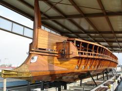 Rekonstrukce řecké válečné lodi. Kredit: Templar52, Wikimedia Commons .
