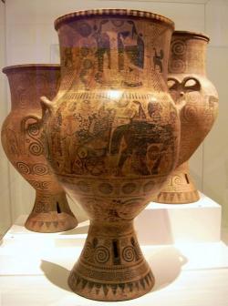 Velká amfora z Mélu, mélský styl, kolem 600 před n. l. Mélská verze ostrovní keramiky orientalizujícího typu, tzv. krásného stylu. Národní archeologické Muzeum v Athénách. Kredit: Marcus Cyron, Wikimedia Commons.